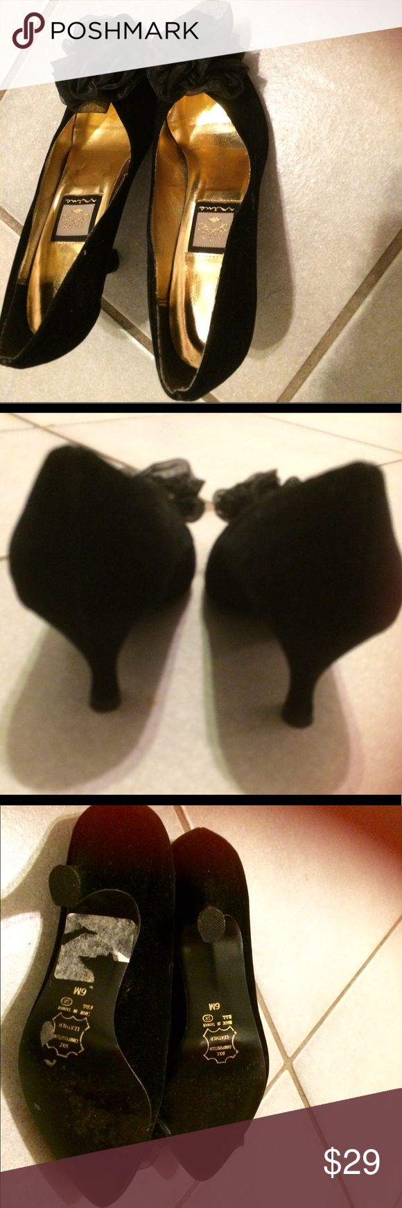 Ladies Nina Black Dress Shoes size 6 Ladies Nina black dress shoes size 6 size leather soles 3 inch heels, worn a few times. Excellent condition Nina Shoes Heels