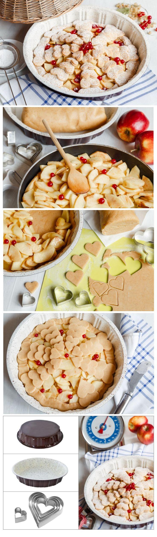 Tak trochu jiný linecký koláč. Těsto je stejné, ale uvnitř se ukrývají zkaramelizovaná jablka a místo tradiční mřížky je ozdoben vykrájenými srdíčky. Prostě k sežrání