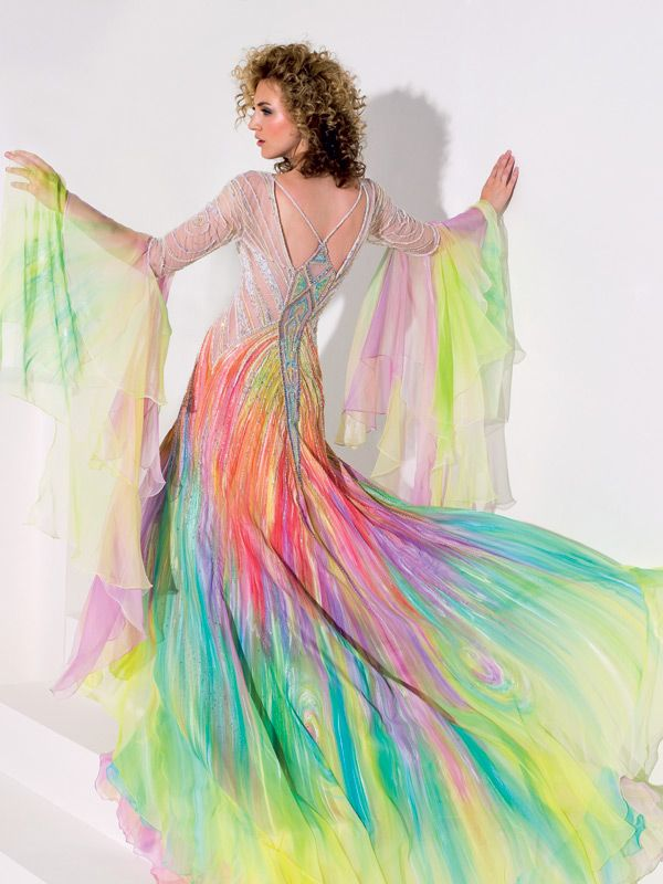 You know...If I could have this, I don't know that I'd even want a white wedding gown. Like, seriously. LOOK AT IT.