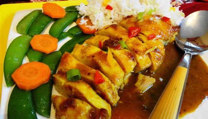 Surinaams eten – Kip Masala Speciaal (kip masala op speciale masala saus met sugarsnaps)