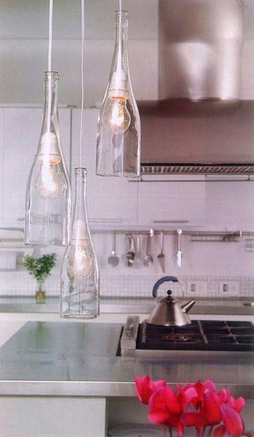 luminária com garrafas de vidro recicladas. Lindo!