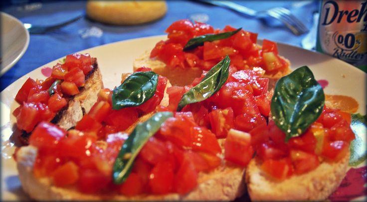 "Bruschetta classica pomodoro e basilico - Classic ""bruschetta"" tomatoes and basil"