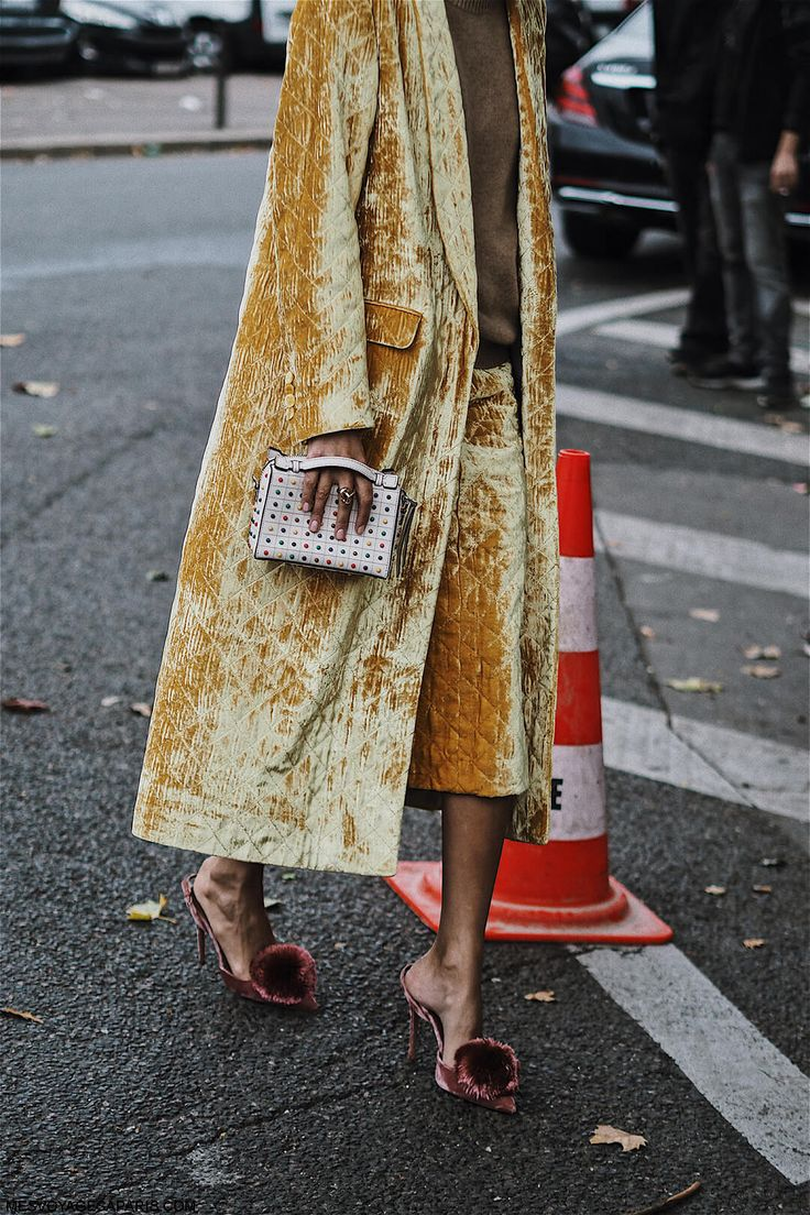 PFW Street Style October 2017 second post with all the best looks from the fashion week!