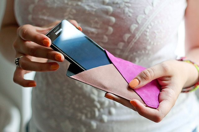 Geometric smartphone leather case DIY by Amelie N, via Flickr