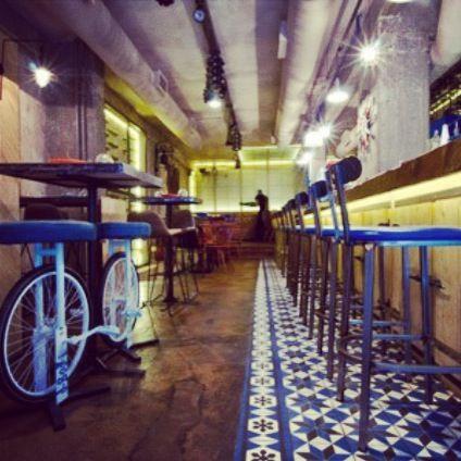 PARA SIEMPRE wine & tapas bar