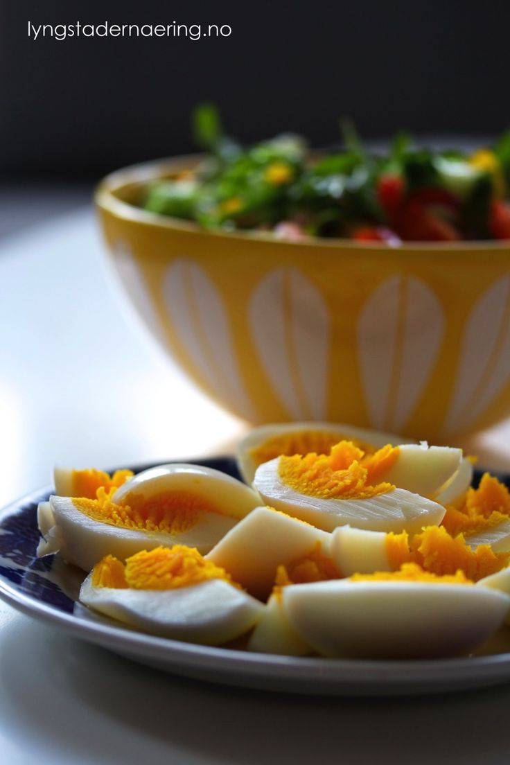 Dette er et raskt og sunt måltid som passer godt nå som det går mot lysere tider. Jeg er veldig glad i salater, og jo flere farger den inneholder – desto bedre! En salat kan varieres i det uendelige, bruk det du har tilgjengelig i kjøleskapet eller har lyst på. Denne salaten ble til etter …