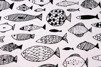 こちらはさかなデザイン。なんとも可愛い魚の表情で、癒されるハンカチとして人気なんです。 ひとつひとつの表情を見るのも楽しい。