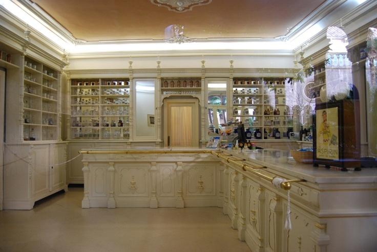 DUBROVNIC,-farmacia mala braca la mas antigua de europa fundada en 1317