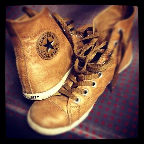 Kind of don't care that these are meant to be for guys, they're beautiful!! - Brown leather hightop converse.