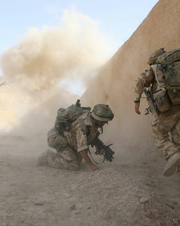 Soldiers from the Parachute Regiment deployed in Afghanistan and Iraq. Photo 1: Soldiers from 3 para next to an explosion. Photo 2: A soldier from 3 para. Photo 3: A soldier standing in front of a Mastiff in Afghanistan. - - - - - Partners: @british_military_stuff @war.deutschland @sco19_ctsfo @united.kingdom.military @natoforces_ @military___freak @a.f.v.history @warriorbuilt @british_army_things @british_armor @british_armed_forces @bodybuildingtiger @royal_anglian @internet_safet...