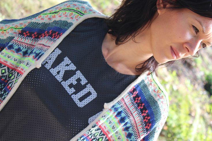 B.Loved Aztec Vest € 79,95 / LA Sisters Shirt Caked Up € 48,95 #bloved #beloved #cardigan #vest #aztec #colorful #top #shirt #lasisters #cakedup #inspiratie #mode #edgy #moderood