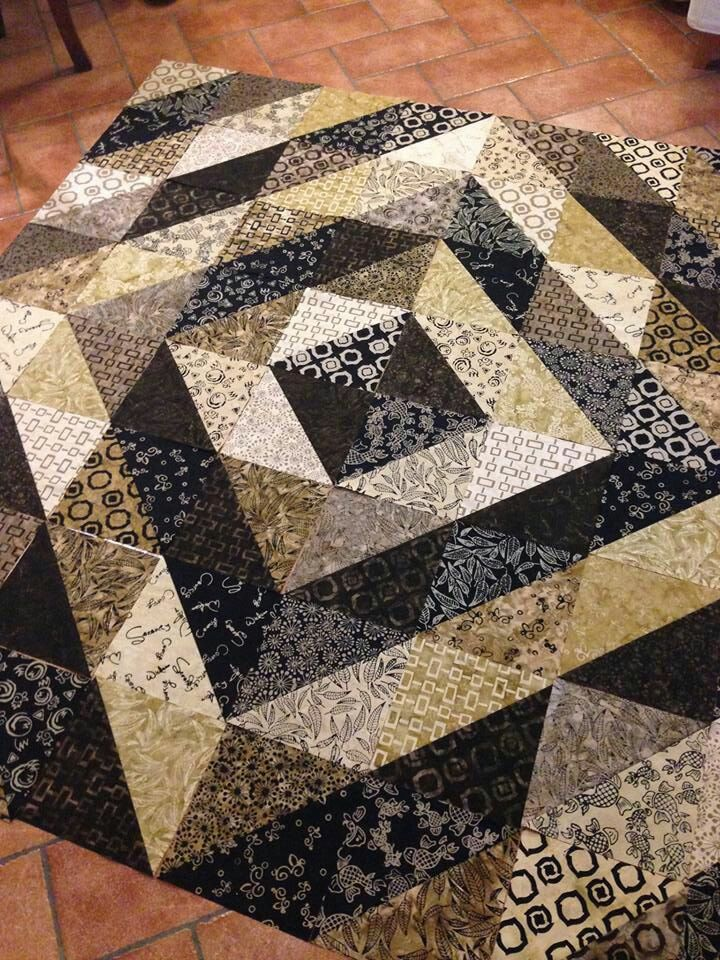 I love the way this quilt uses neutrals and simple shapes to create a sophisticated play of light and shadow.