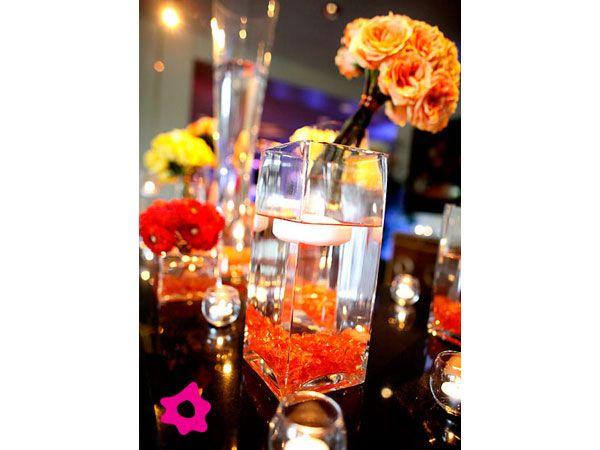 Centro de mesa para boda naranja con amarillo y rojo