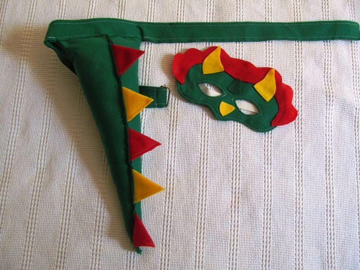 Kit máscara + cauda de dinossauro (dragão) em feltro. <br>Cabe em crianças de 3 a 9 anos. <br>Pode ser feito em outras cores e modelos. <br> <br>O valor se refere ao Kit 1 máscara + 1 cauda, os demais produtos são vendidos separadamente. <br>QUANTIDADE MÍNIMA 10 UNIDADES