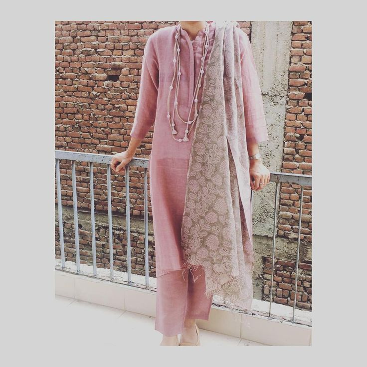 This dreamy look and more , soon to hit the stores !! #linenkhadi #handwoven #handblockprinted