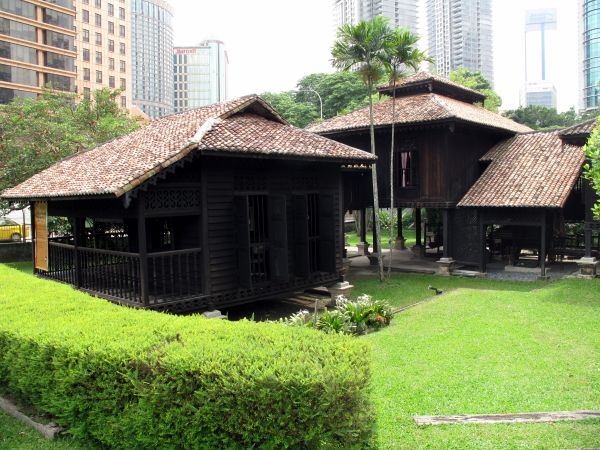 beautiful wooden house in malaysia 14