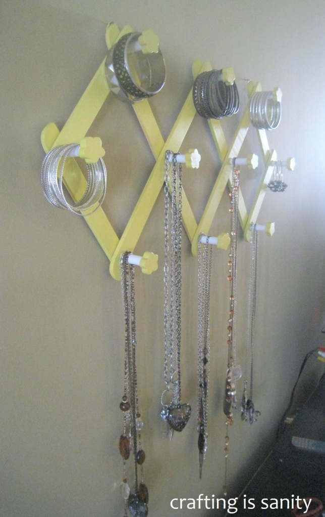 DIY peg rack jewelry holder: Classroom, Racks Jewelry, Diy'S, Diy Peg, Sprays Paintings, Jewelry Holders, Diy But, Cat Stuff, Crafts Diy
