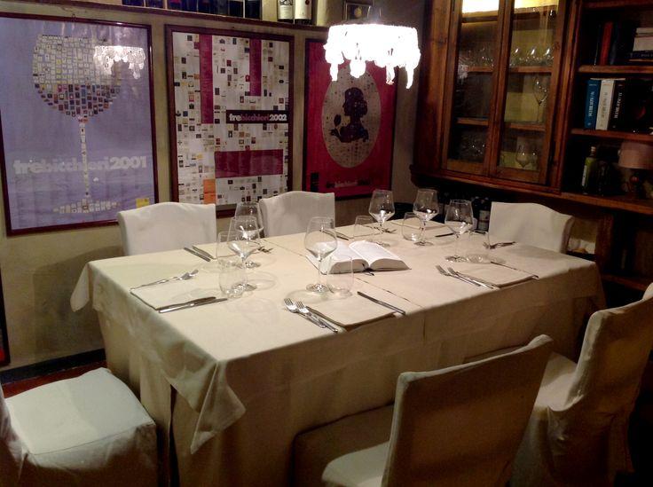 """Fa da padrona la carne cotta alla brace con la ben nota """"Fiorentina"""" o la costata nostrana, l'agnello ... ma non mancano scelte alternative come la selezione di formaggi accompagnati da mostarde, i formaggi cotti alla griglia o ancora i piatti di selvaggina locale. Pesce su prenotazione. http://www.cadelach.it/i-ristoranti.php #cadelach #ristoranti #revinelago #treviso #veneto"""