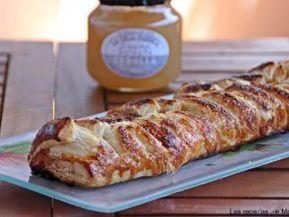 Trenza de hojaldre caramelizada de membrillo, queso de cabra y cebolla endulzada - Receta Petitchef