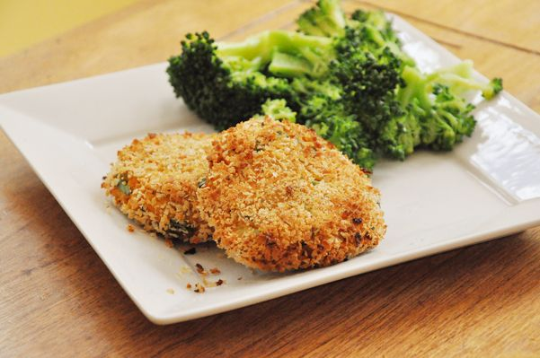 I really love salmon, it's definitely one of my favourite things to eat, so it's pretty surprising that I've never tried a salmon cake. I've always just been a fan of the classic, baked salmon. The one that melts in your mouth, and is flavored with whatever your mind can imagine. However, I get bored [...]