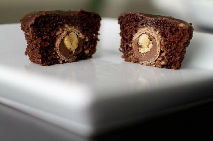 cupcakess: Stuffed Cupcakes, Amazing Cupcakes, Ferrero Rocher, Chocolates Cupcakes, Cupcakes Chocolates, Nutella Cupcakes, Cupcakes Rosa-Choqu, Chocolates Ganache Frostings, Rocher Cupcakes