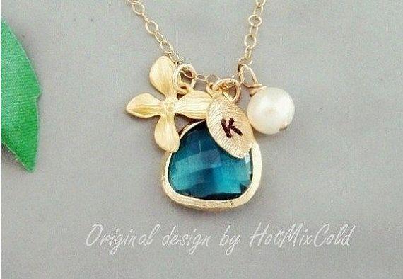 Collier initiale en or, lunette or paon bleu sarcelle, Pearl, orchidée, demoiselles d'honneur, meilleures amies, les bijoux de la mère, collier feuille Monogram