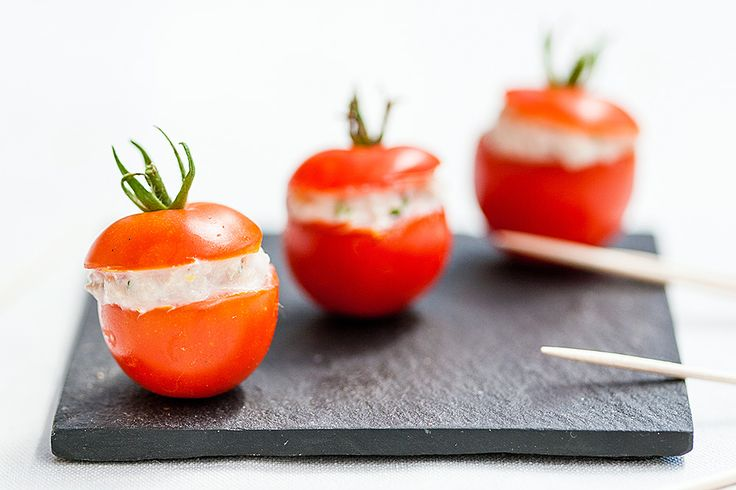 Tomates cerises farcies aux rillettes de thon // Cherry tomatoes filled with tuna rillettes