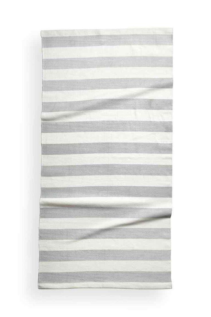 Les 25 meilleures id es concernant tapis ray sur pinterest tapis blanc noir salon blanc et for Tapis raye noir beige