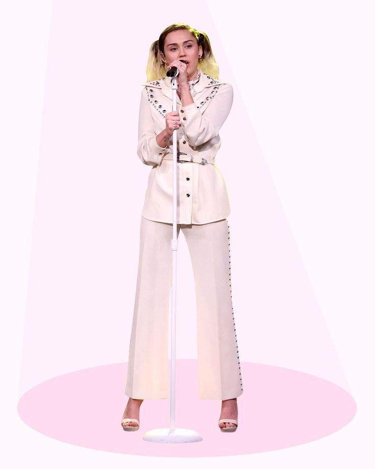 The singer won fashion last night after appearing on Jimmy Fallon's show in not one, but SIX great outfits.