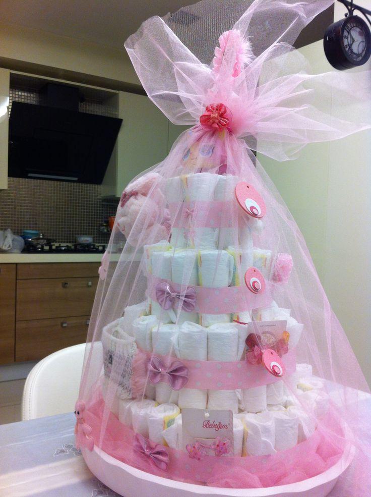 Kızlar için bebek bezi pasta