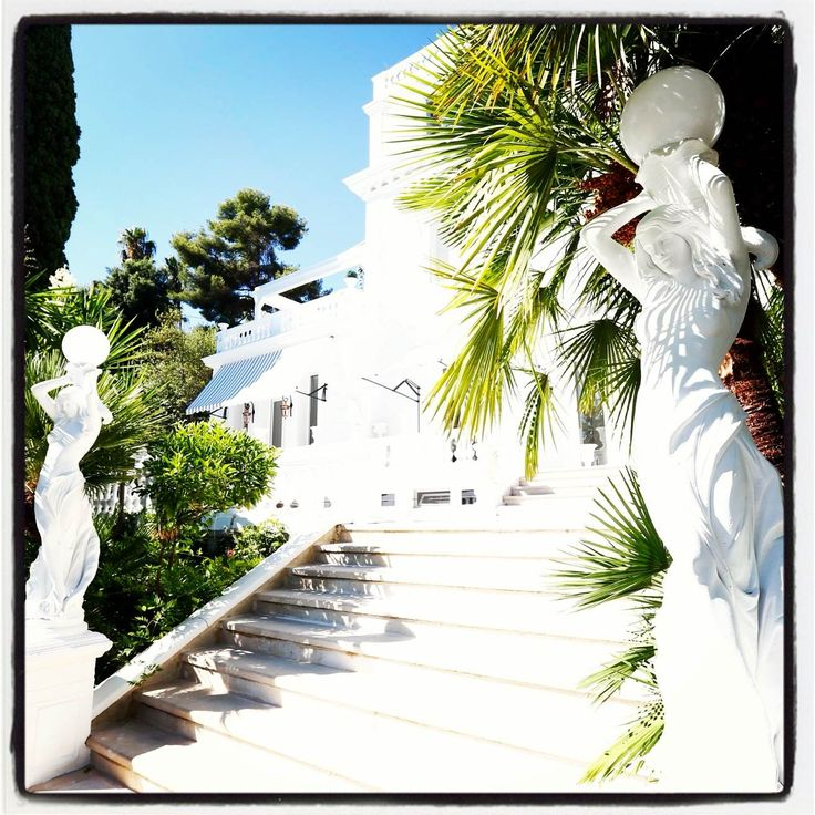 Amazing ! #apartment #villa #rental #cannes #france #riviera #design #luxury #realestate #immobilier #sea #view prestige #properties #frenchriviera #beautiful #pool www.palacepriveproperties.com