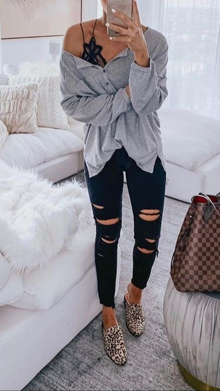 Casual Outfit with Black Ripped Jeans