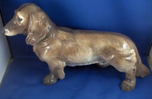 This is a long hair dachshund ( Langhaardackel ) made by Allach in 1938 or 1939