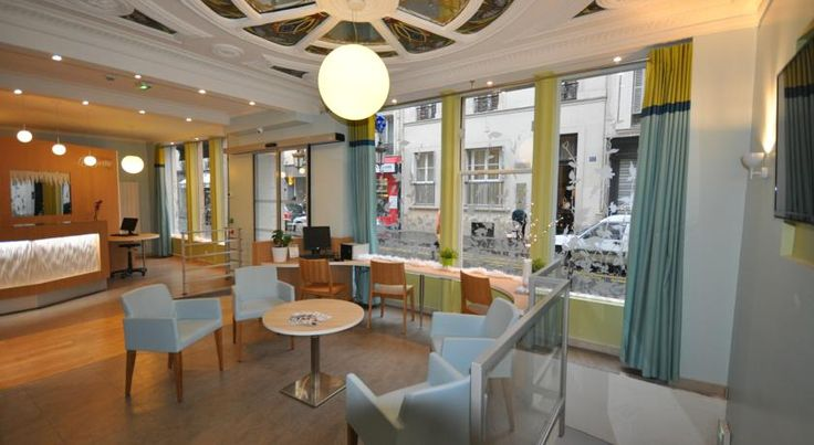 Saint Georges Lafayette Paris Hotel Saint Georges is located in the 9th district of Paris, 650 metres from the Moulin Rouge and a 10-minute walk to Montmartre.  It provides a 24-hour front desk.  Each of the guest rooms includes a private bathroom, a TV and Wi-Fi internet access.