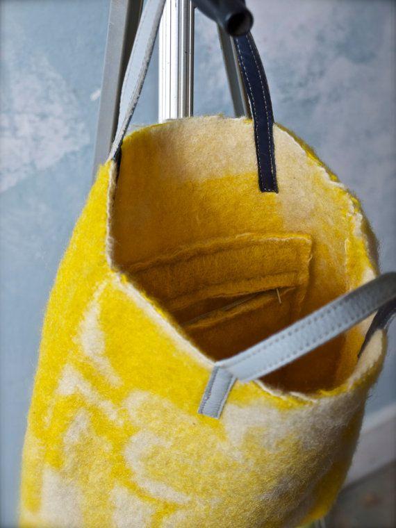 felted Bag of vintage woolen blanket with leather door pepavana