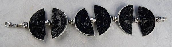 Armband aus Kaffee-Kapseln, schwarz-silber 12,50 Euro http://bastelversand.de/shop/schmueckendes/armband-aus-kaffee-kapseln-schwarz-silber/