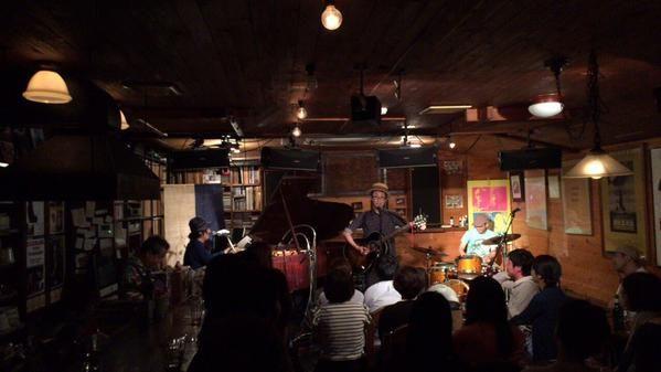 昨日は、初めての金沢公演でした。  ゆーきゃんとnoidのサンちゃんとコラボ出来て素敵な1日を過ごせました! もっきりやのマスターも、とてもパワフルな方で、最高でした! 是非、また演奏しに行きます。
