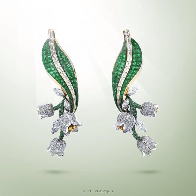 Van Cleef & Arpels wishes you luck for the coming year with the Muguet Mystérieux earrings – white and pink gold, platinum, diamonds, emeralds and Mystery Set emeralds - #Highjewelry #LilyoftheValleyDay
