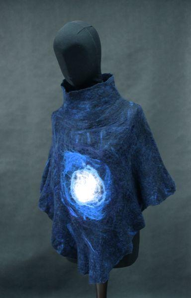 Poncho - nocne niebo w Pawie Oczko - pracownia filcu na DaWanda.com