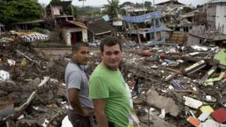 A week after Ecuador's devastating earthquake, President Rafael Correa has said the number of fatalities has risen to 646. : Residents in the Ecuadorean town of Pedernales.