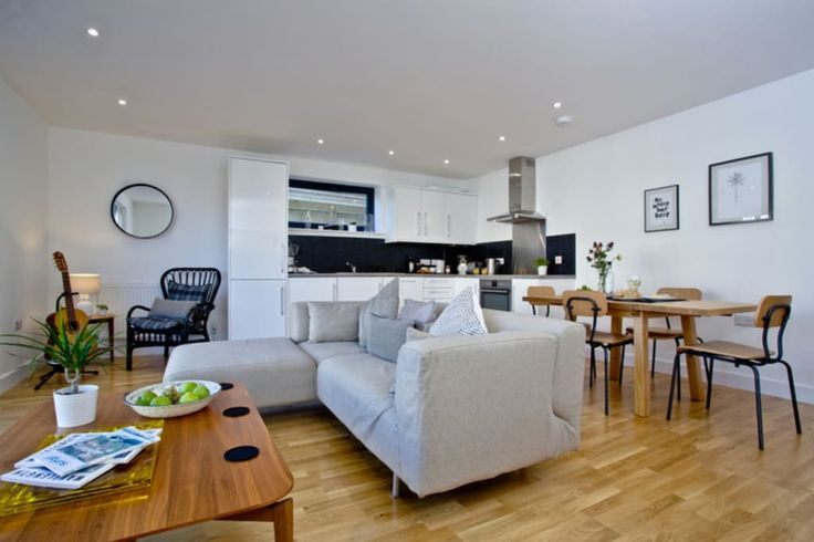 In Newquay, United Kingdom. The apartment is situated on the ground floor, it's brand new, super relaxing, comfy and stylish. It is absolutely perfect for a surf getaway, or even just a break by the sea.  The brand new apartment is spacious, on the ground floor, and flooded ...