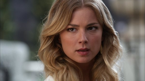 Emily Thorne, Master of Disguise.  Everyone is more than what you see.