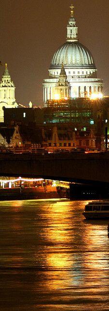 Saint Paul over the Thames - London |