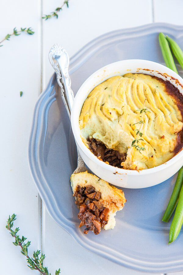 Vegan Shepherds Pie Recipe - the British classic gets a vegan makeover and lightened up with mushrooms and cauliflower