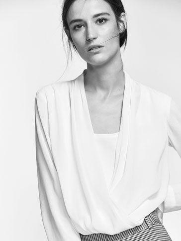 Las camisas y blusas de mujer SS 2017 de Massimo Dutti, un must para su vestidor. Encuentre en esta colección blusas blancas, de gasa o camisas de vestir.