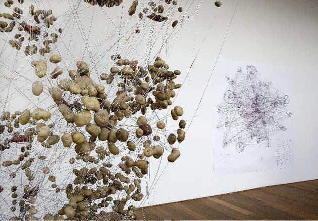 Jeanne van Heeswijk, Works, Typologies and Capacities 1993-2007 (2007). © Gert Jan van Rooij, Museum De Paviljoens