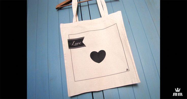 Tote bag mariage personnalisé - Mon petit coeur - Tote bag beige Love idéal comme cadeau pour vos témoins, invités ou lors d'un enterrement de vie de jeune fille (EVJF)... Ce tote bag personnalisé est un souvenir original à conserver.