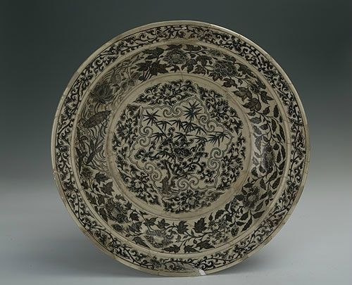 Blue-and-white plate with foliated edge and the design of lake, rocks and bamboos, Hongwu Period (1368-1398)