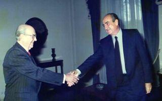 Τον Μάρτιο του 1993, 121 βουλευτές του ΠΑΣΟΚ ζήτησαν τη διερεύνηση της πώλησης της ΑΓΕΤ-«Ηρακλής» στους Ιταλούς.  Η πρόταση έγινε ομόφω...