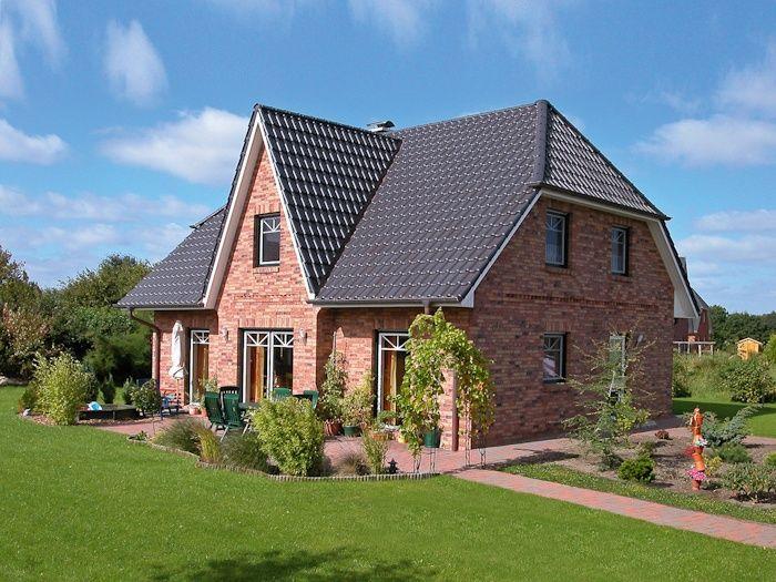 Friesen Und Kapitanshauser Einfamilienhauser Als Massivhaus Eco System Haus Haus Einfamilienhaus Fassade Haus